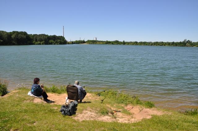 Labe 16 M - pískovna Mlékojedy - pohled od hlavní příjezdové komunikace, Autor fota: ČRS