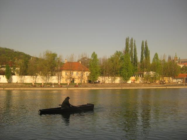 Vltava 5 - pohled na Kampu ze Střeleckého ostrova, Autor fota: ČRS